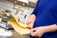 做意大利面食的详细资料 库存图片