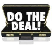 做成交公文包词接近的销售 免版税库存图片