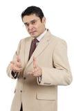 做手势的印第安生意人 免版税库存图片