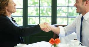 做握手的商人 股票视频
