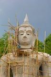 做新的大菩萨在Wat Pra Tat圣Pa Hieng 免版税库存照片