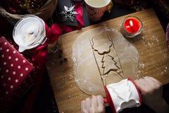 做曲奇饼面团圣诞节 免版税库存照片