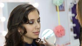 做构成模型的专业化妆师 美丽组成 股票视频