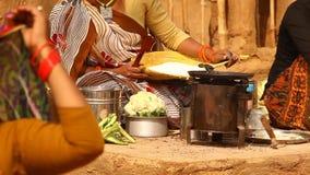 做植被食物的妇女 股票视频