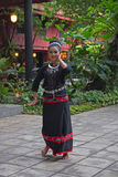 做民间传说舞蹈的传统服装的泰国夫人在曼谷,泰国 免版税库存图片