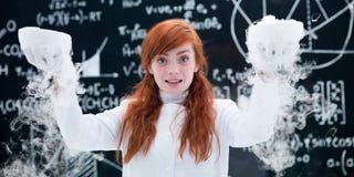 做气体实验室试验的俏丽的女孩 免版税图库摄影