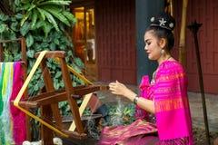 做泰国丝绸 免版税库存照片
