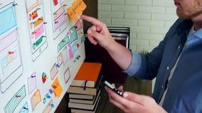 做流动应用的创造性的UX设计师实用性研究 股票录像