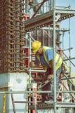 做混凝土桩的4的工作者框架 免版税库存照片