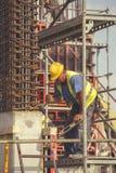 做混凝土桩的5的工作者框架 免版税库存照片