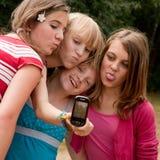 做照片的四个女孩 免版税库存照片