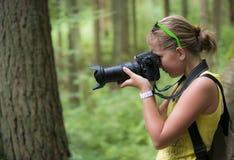 做照片的女孩 免版税库存照片