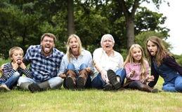 做父母统一性放松概念的家庭世代 免版税库存照片