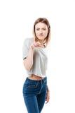 做猫爪姿态的一个年轻偶然女孩的画象 库存照片