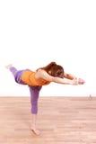 做瑜伽战士3姿势的年轻日本妇女 免版税库存图片
