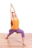 做瑜伽战士1姿势的年轻日本妇女 免版税库存照片