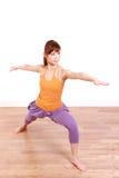 做瑜伽战士II姿势的年轻日本妇女 免版税图库摄影