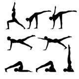 做瑜伽的套灵活的妇女黑剪影 免版税库存图片