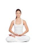 做瑜伽的美丽的妇女 免版税库存图片