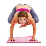 做瑜伽的年轻美丽的妇女-被隔绝 免版税库存照片