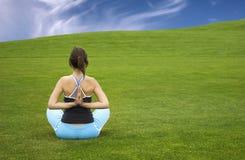 做瑜伽 免版税库存图片