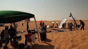 做电影的印地安电影工作人员在沙漠 股票视频