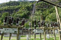 做电的发电站由一个水力发电厂 免版税图库摄影