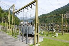 做电的发电站由一个水力发电厂 免版税库存图片