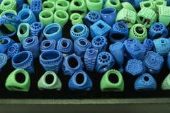 做的圆环首饰模子 从蜡的绿色和蓝色模子r的 图库摄影