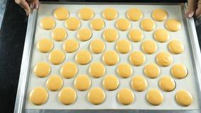 做的甜法国点心表面与奶油色里面 免版税库存照片
