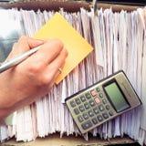 做笔记的妇女 免版税库存图片