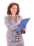 做笔记的年轻秀丽女商人 免版税库存图片