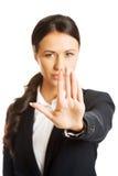 做符号终止年轻人的女实业家 库存照片