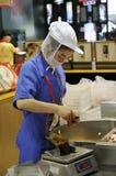 做米zongzi的中国饺子 免版税库存图片
