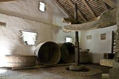 做老酒的地窖 免版税库存图片