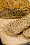 做自创圆的面包 免版税库存照片