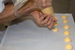做自创面包店名字的厨师是州奶油 免版税库存图片