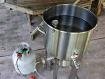做自家酿造啤酒的热化水 库存图片