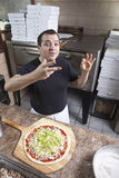 做薄饼的主厨 免版税库存图片