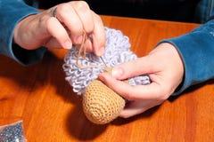 做被编织的绵羊 免版税图库摄影