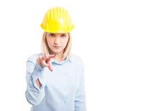 做观看的女性建筑师您打手势 免版税库存图片