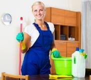 做规则清洁的女性擦净剂 库存照片