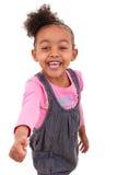 做赞许的一个非裔美国人的小女孩的画象- 免版税库存照片