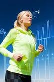 做跑的适合的妇女户外 免版税库存图片