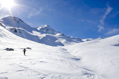 做转弯处的滑雪者 免版税库存图片