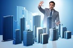 做都市计划的未来派建筑师 免版税库存照片