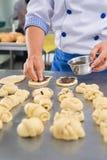 做面包甜点 免版税库存图片