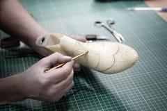 做项目的鞋子。得出鞋子模型 免版税库存图片