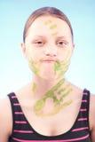 做鬼脸肮脏的青少年的女孩 免版税图库摄影
