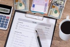 做:美元和欧洲金钱 免版税图库摄影